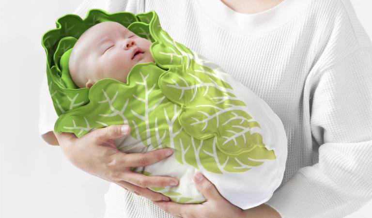 青菜底加啦~  日本「大白菜嬰兒舒眠包巾」可愛上架 寶寶「一秒變菜心」先抱緊處理